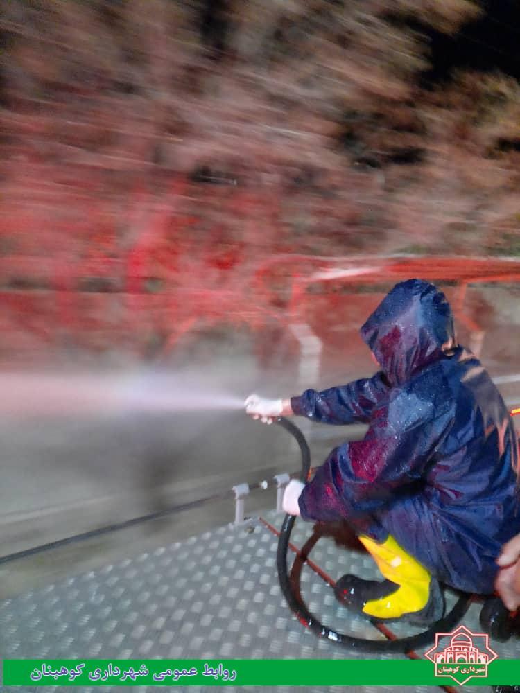 ضدعفونی کردن معابر شهری و اماکن پر تردد در کوهبنان