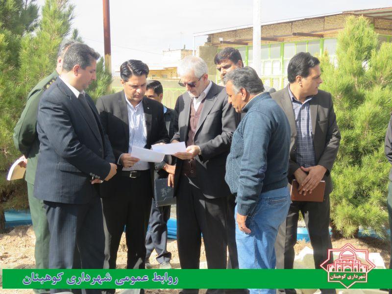 بازدید دکتر امیری نماینده شهرستان های زرند و کوهبنان از پروژه بازسازی و زیباسازی میدان شهدا