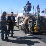 بازدید شهردار از ادامه عملیات روکش آسفالت میدان آزادی