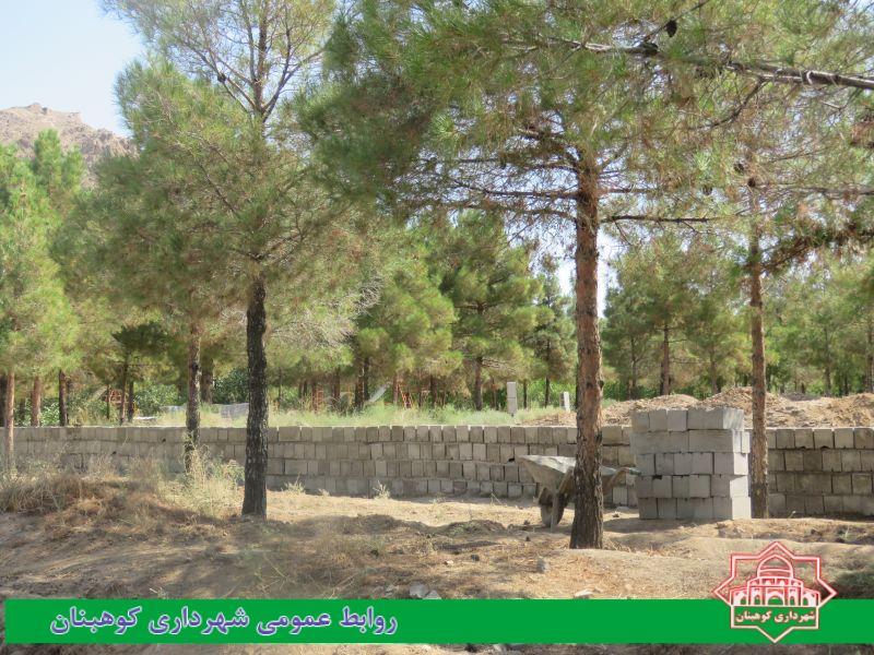 روند اجرای عملیات حصارکشی بوستان مقبره آخوند